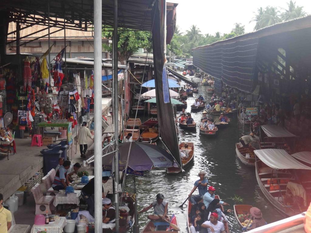 Damnoen Saduak floating market,bangkok,Thailand,boat,shopping